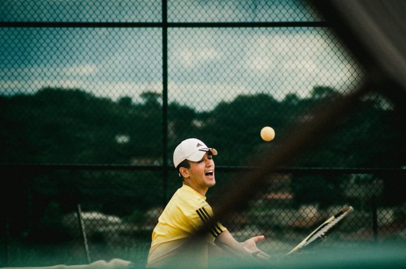 how to heal tennis elbow - athlete tennis serve